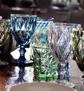 Bokaly iz tsvetnogo stekla kupit' v Moskve so sklada