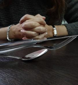kupit-khoroshiye-stolovyye-pribory-v-dom-i-restoran